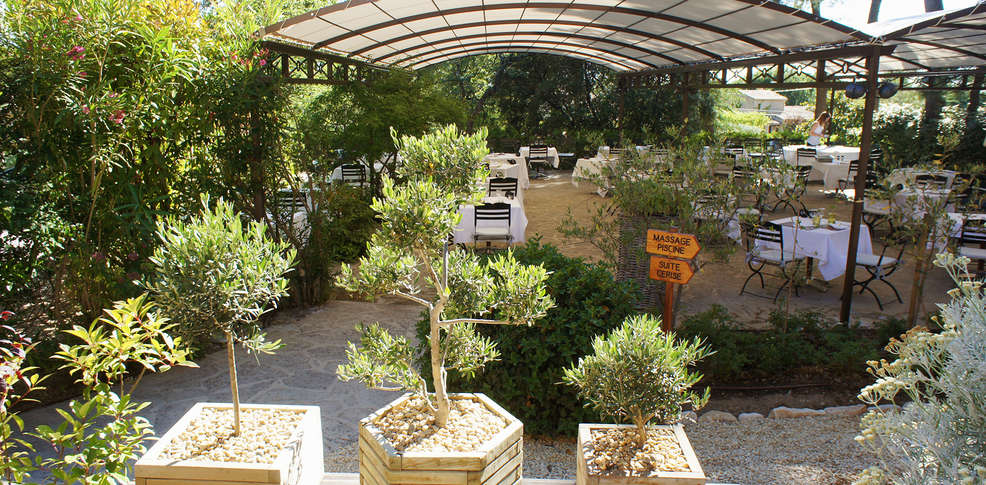 H tel des pins restaurant l 39 esprit jardin 3 bedoin - Jardin suspendu brussels montpellier ...