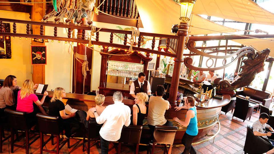 Hôtel des Pirates - EDIT_bar3.jpg