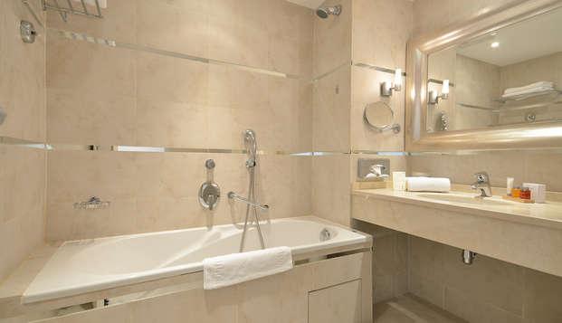 Hotel Renoir - NEW bath