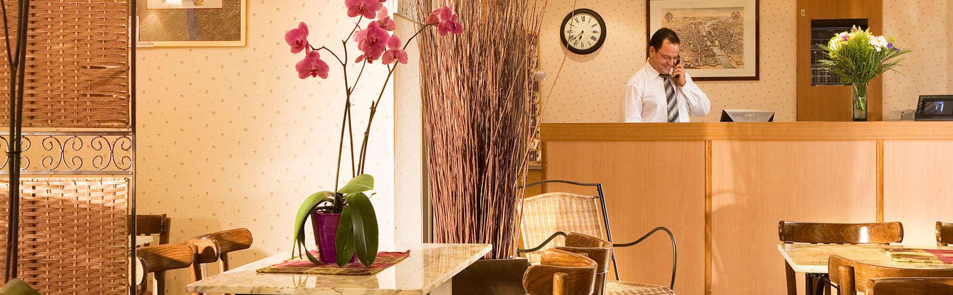 Timhotel Montmartre - EDIT_lobby.jpg