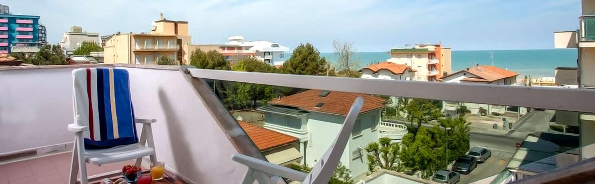 Hotel Villa Lina - Edit_Terrace.jpg
