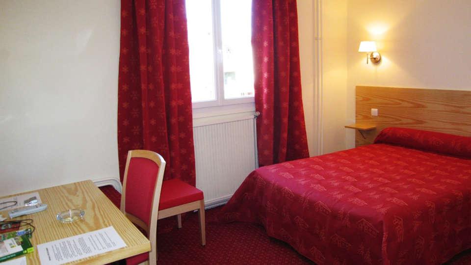 Hôtel des Voyageurs - EDIT_room1.jpg