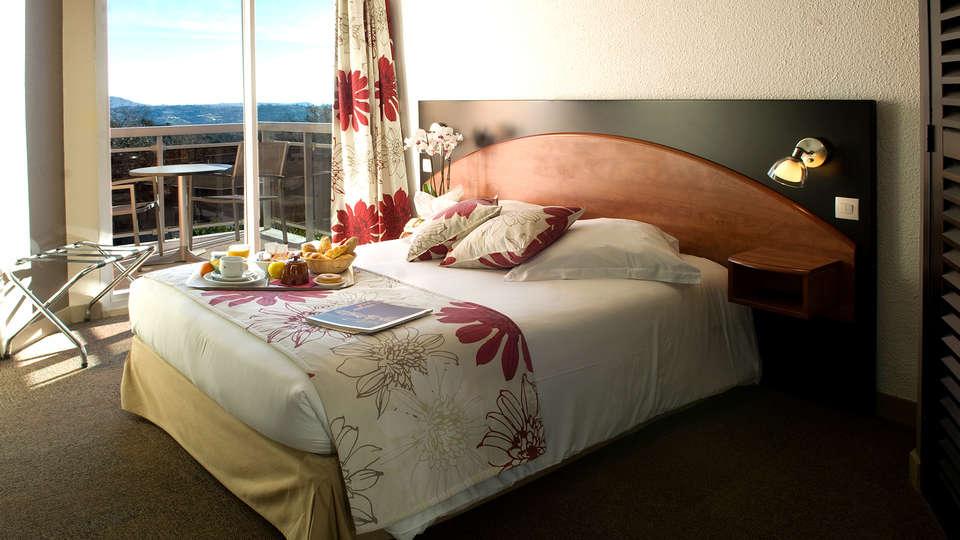 Hôtel du Baou - Edit_Room2.jpg