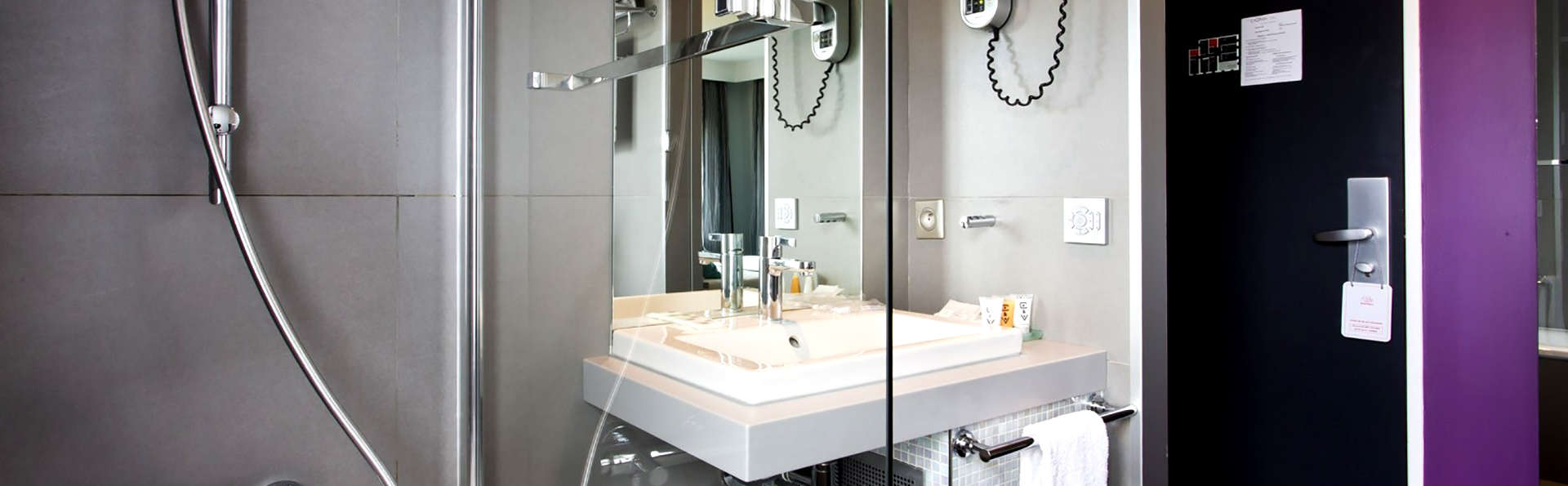 Hôtel du Cadran - Edit_Bathroom.jpg