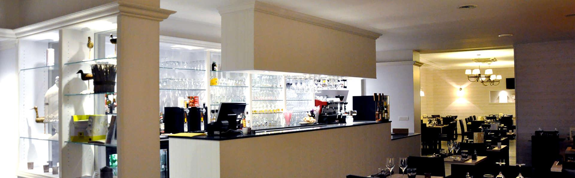 Hôtel du Port et Restaurant des Bains - Edit_Restaurant3.jpg