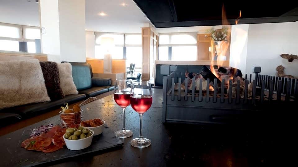 Apollo Hotel IJmuiden Seaport Beach - Edit_Lounge.jpg
