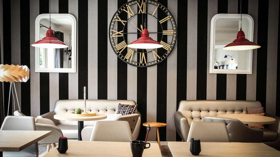 Hotel Inn Design - EDIT_bar.jpg
