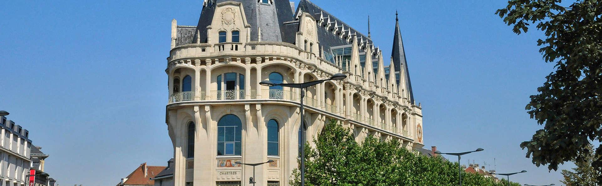 Hotel Jehan de Beauce - Edit_Front5.jpg