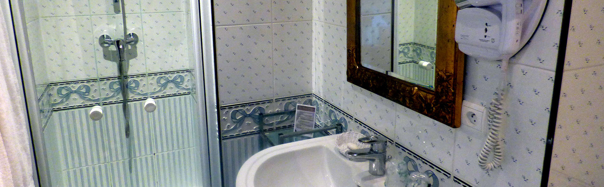 Hôtel K'Loys - Edit_Bathroom.jpg