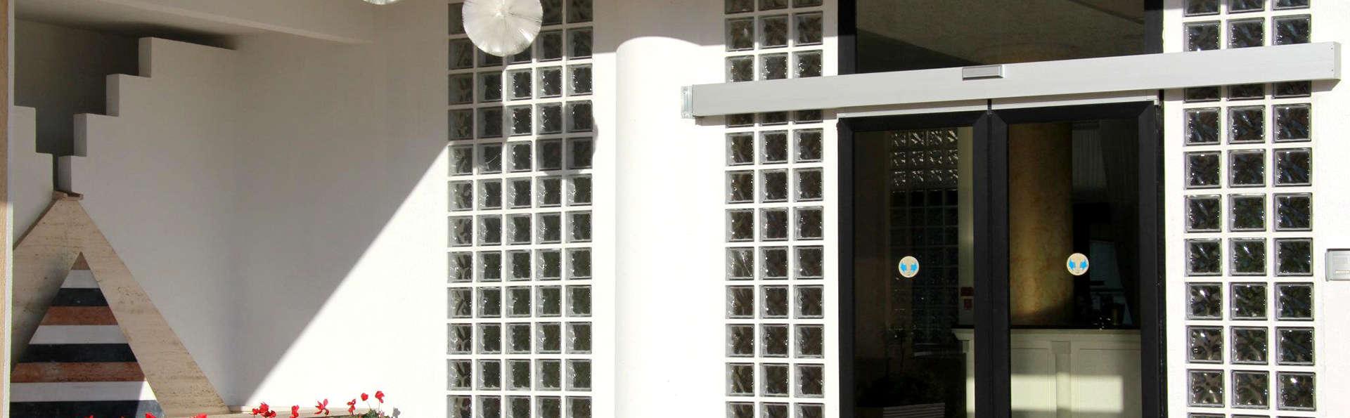 Hotel Zenit Salento - Edit_Entrance.jpg
