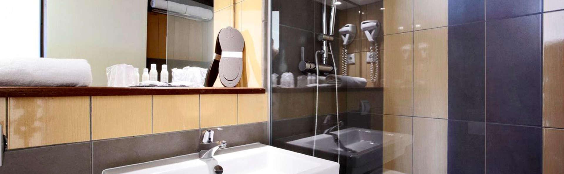 Hôtel Kyriad Montélimar - EDIT_bath.jpg