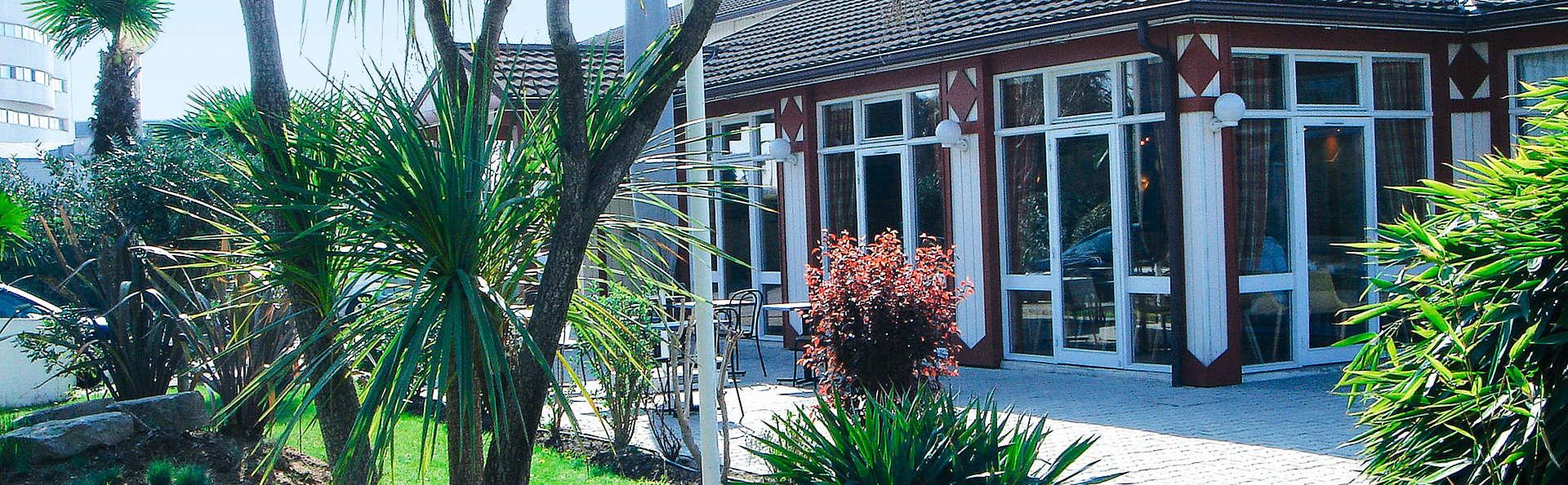 Hôtel Kyriad Nîmes Ouest - EDIT_exterior.jpg