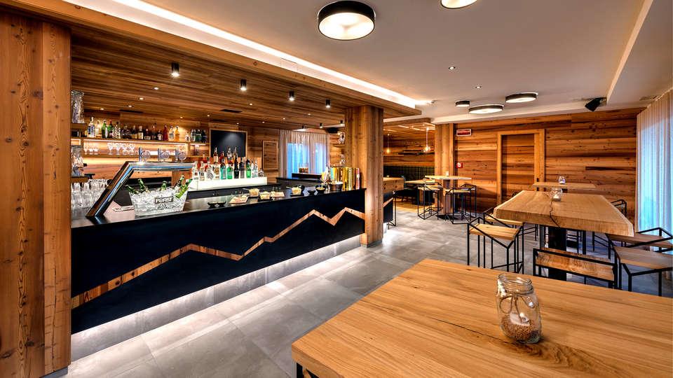 Hotel Sporting Ravelli - Edit_Bar3.jpg