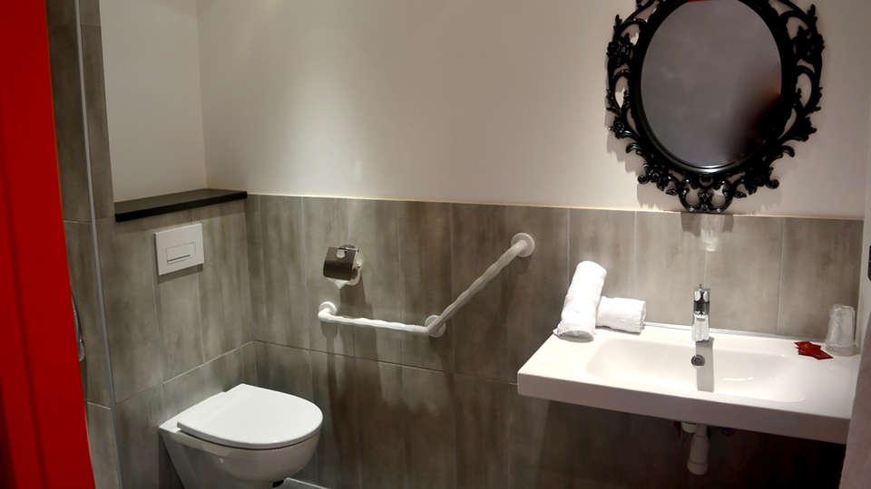 Hôtel La Perelle - Edit_Bathroom2.jpg