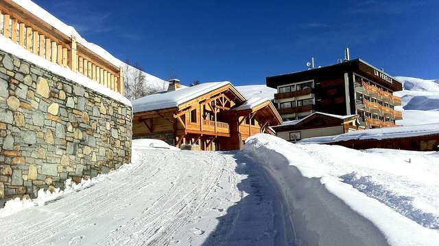 Détente au cœur des montagnes dans la station d'hiver de Saint-François Longchamp