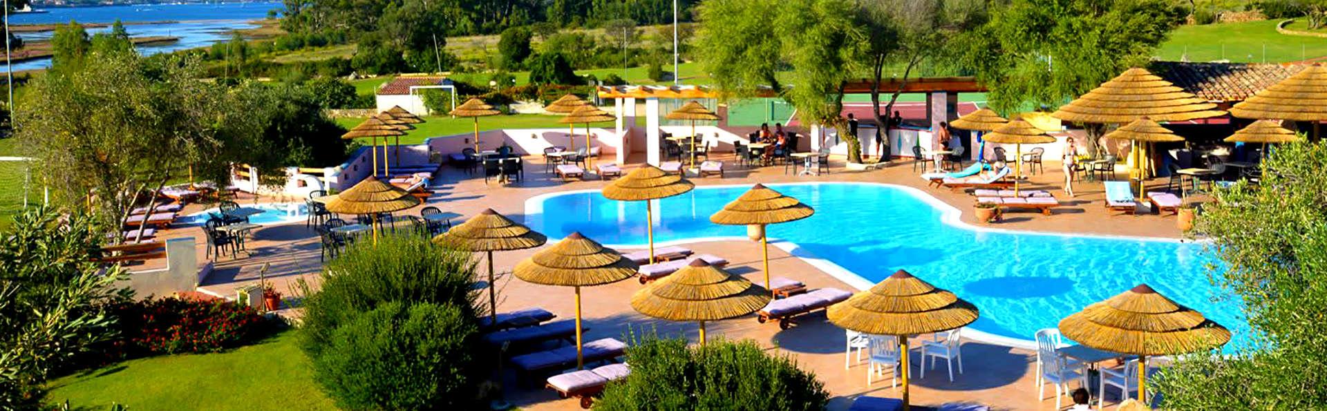 Profitez à 100% de la Sardaigne grâce au surclassment en chambre avec vue sur la piscine