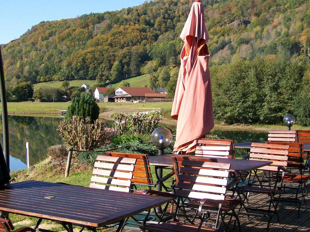 Séjour Auvergne - Week-end avec dîner au bord d'un lac au coeur du Cantal  - 3*