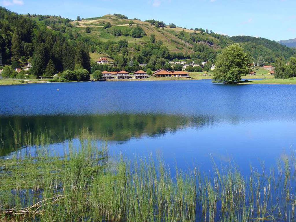 Séjour Auvergne - Week-end reposant au bord d'un lac dans le Cantal  - 3*