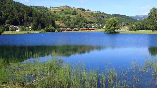 Week-end reposant au bord d'un lac dans le Cantal