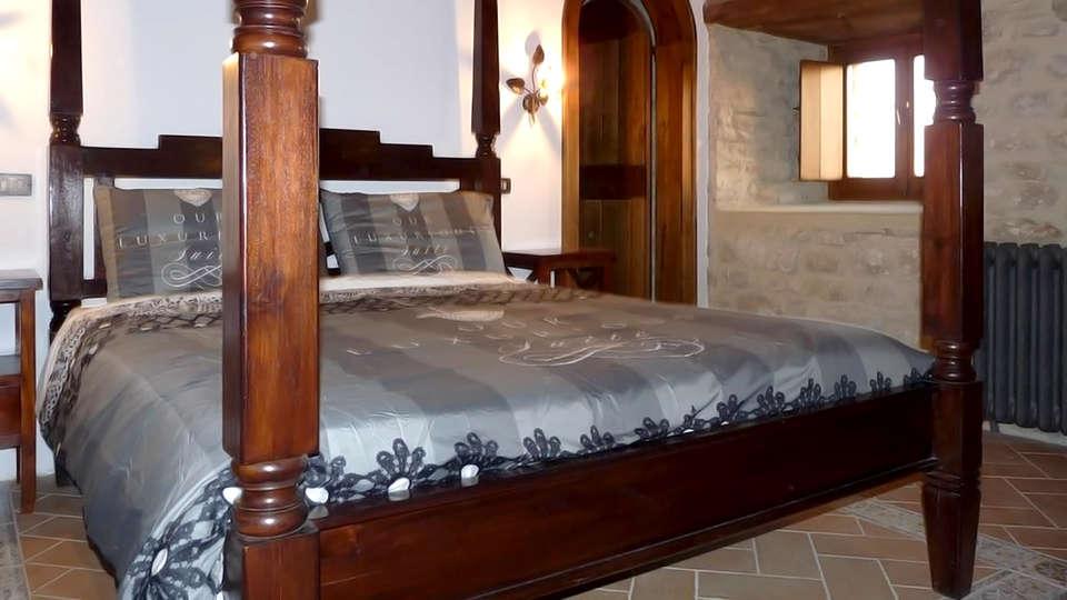 Castello di Giomici - Edit_Room2.jpg