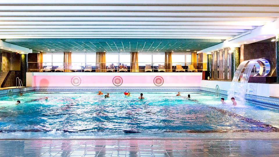 Beach Hotel Noordwijk - Edit_Pool.jpg