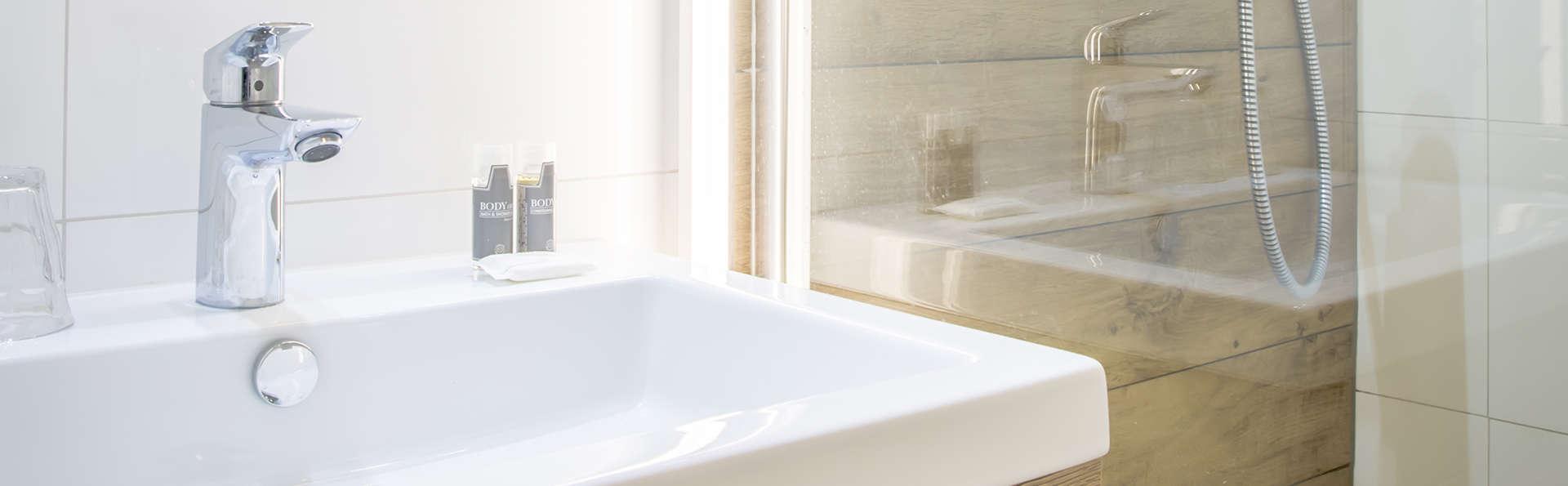 Badhotel Renesse - EDIT_NEW_BATHROOM.jpg