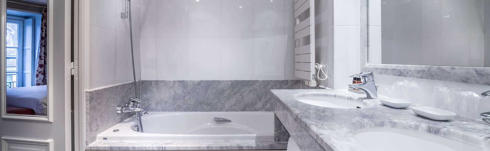 Hôtel Le Lavoisier - Edit_Bathroom.jpg