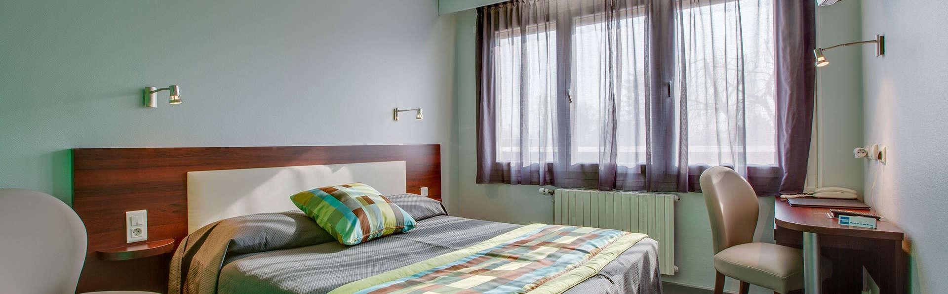 Hôtel Le Pacifique - EDIT_room3.jpg