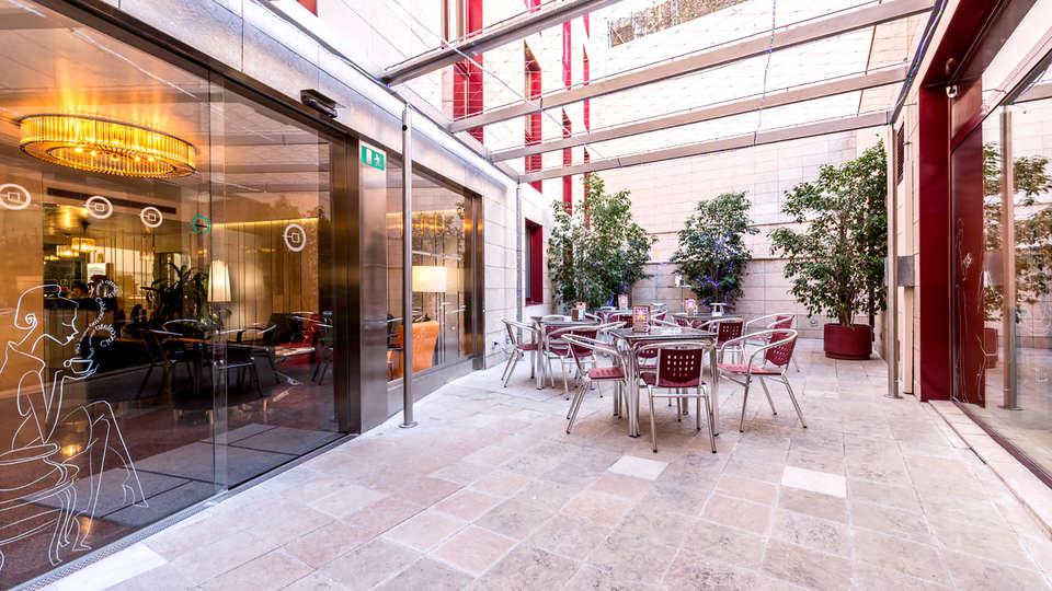 Hotel Ronda Lesseps - Edit_Terrace.jpg