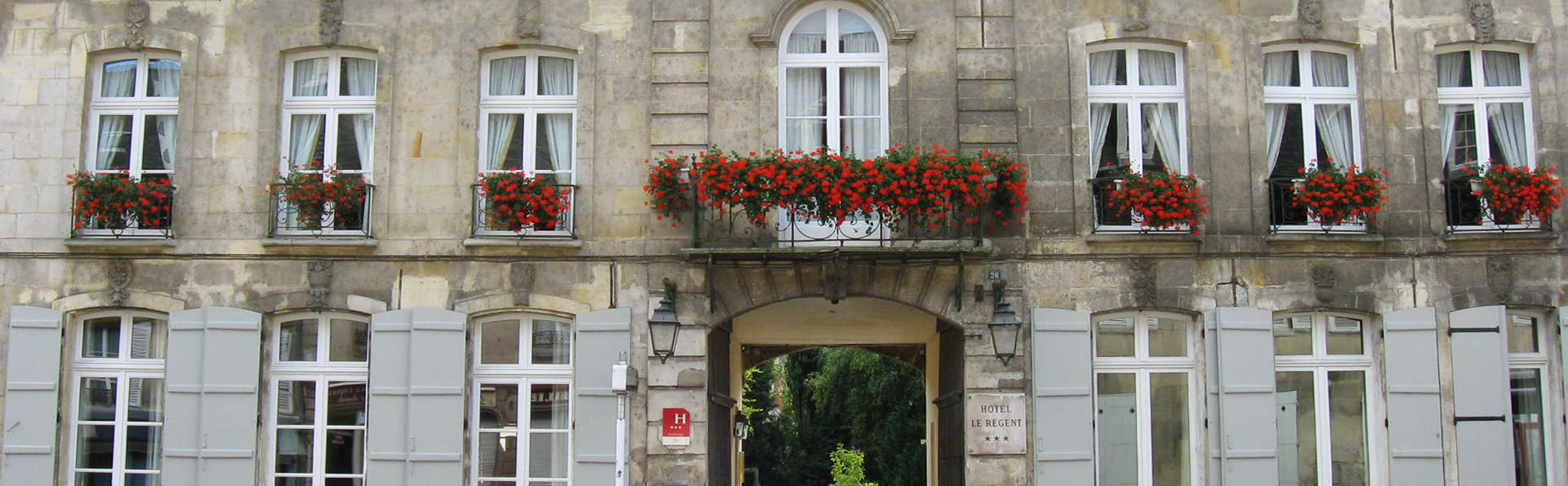 Hôtel Le Régent - Edit_Fachada_1.jpg