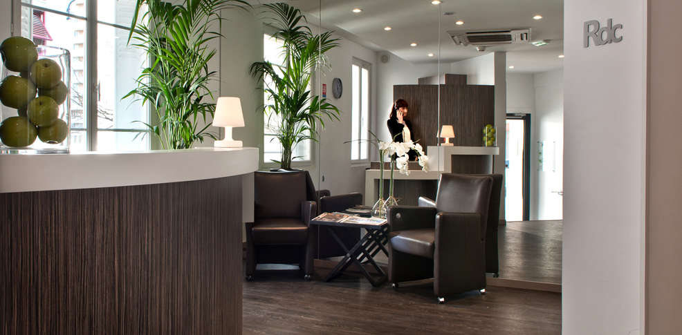 week end romantique issy les moulineaux avec 1 croisi re. Black Bedroom Furniture Sets. Home Design Ideas