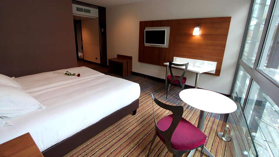 Hôtel Lyon-Ouest - Edit_Room4.jpg