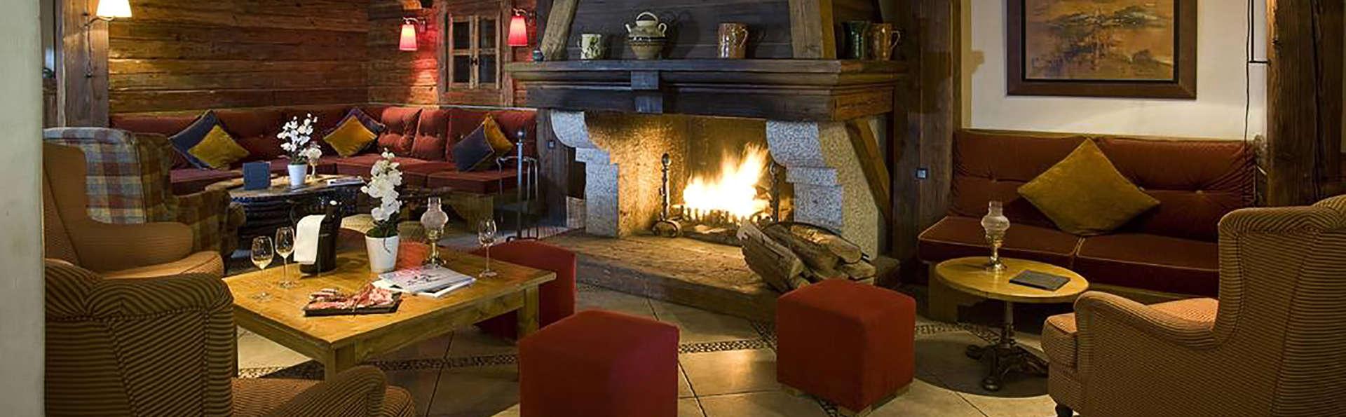 Hôtel Les Peupliers - Courchevel - Edit_Lobby.jpg