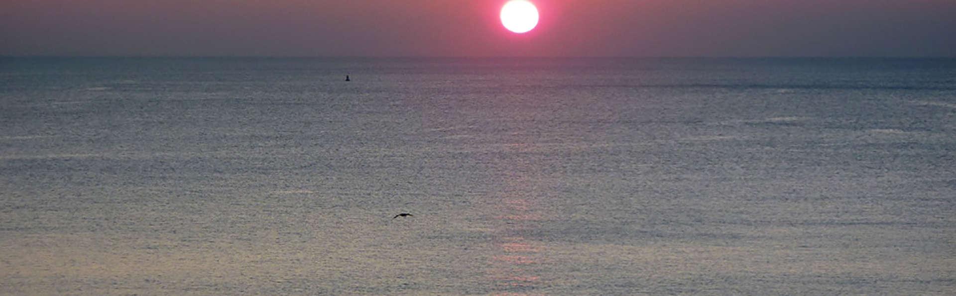 Hôtel Les Voiles sur le Front de Mer - Edit_Sunset.jpg