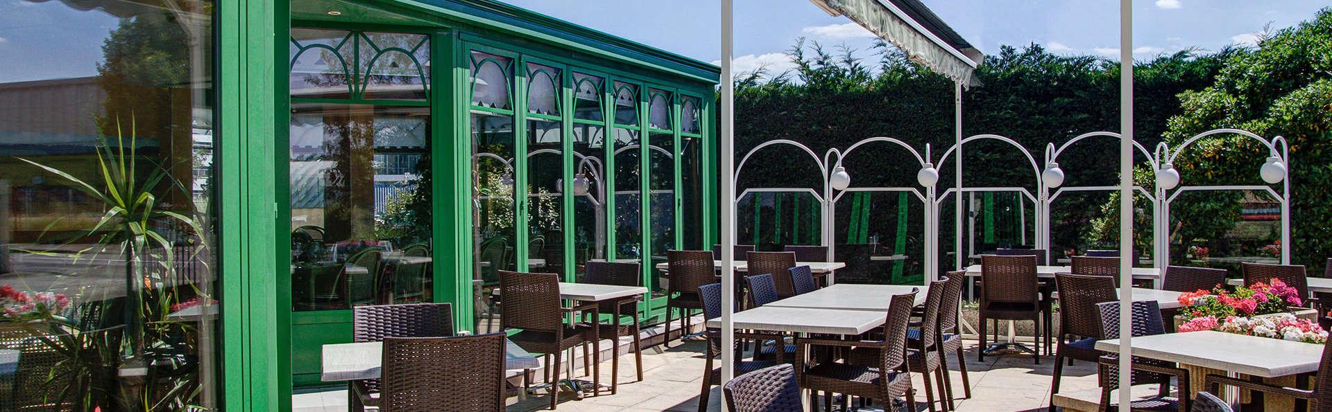 Hôtel l'Escargotière - Edit_Terrace.jpg