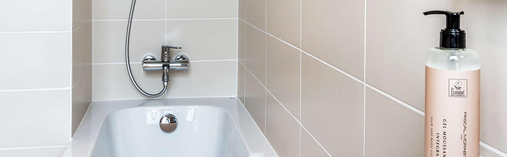 Hôtel Paris d'Issy - Edit_Bathroom4.jpg