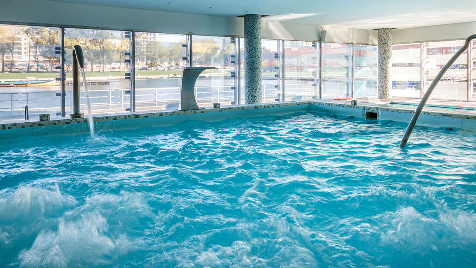 Meliá Ria Hotel & Spa - EDIT_NEW_Pool.jpg