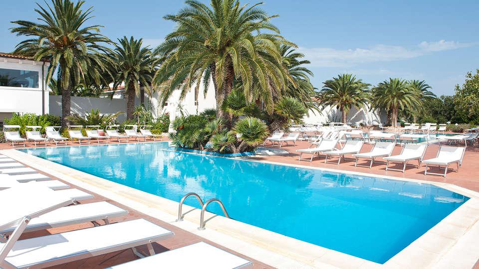Ostuni Rosa Marina Resort - Edit_Pool3.jpg
