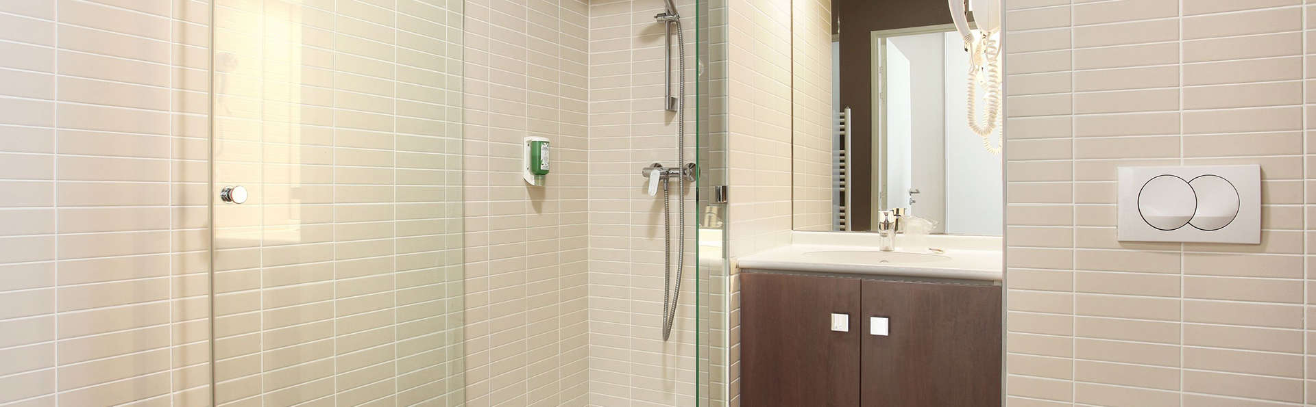 Appart'Hôtel Odalys Confluence  - Edit_Bathroom2.jpg
