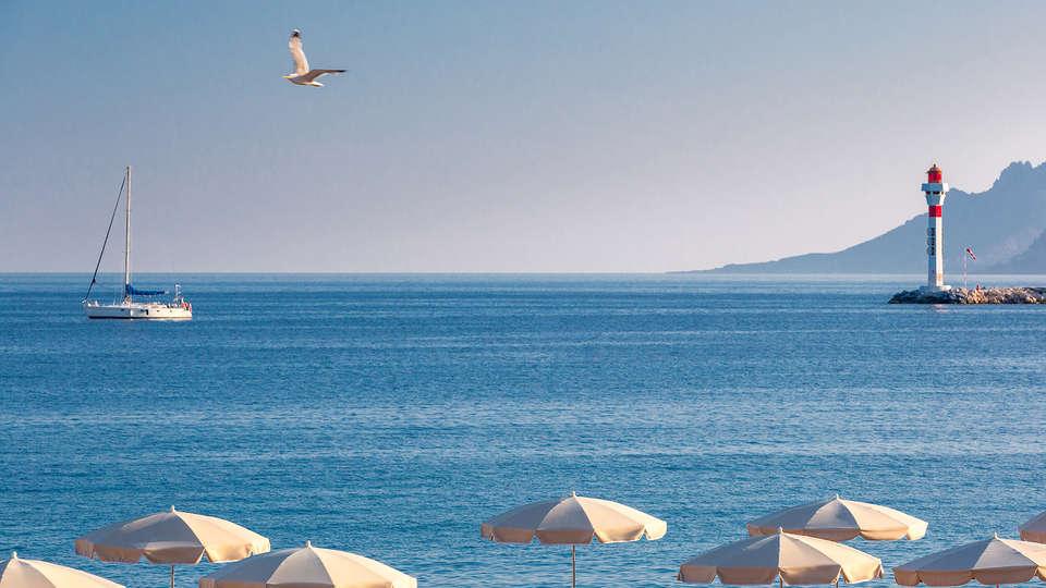 Hôtel Barrière Le Gray d'Albion Cannes - edit_new_beach1.jpg