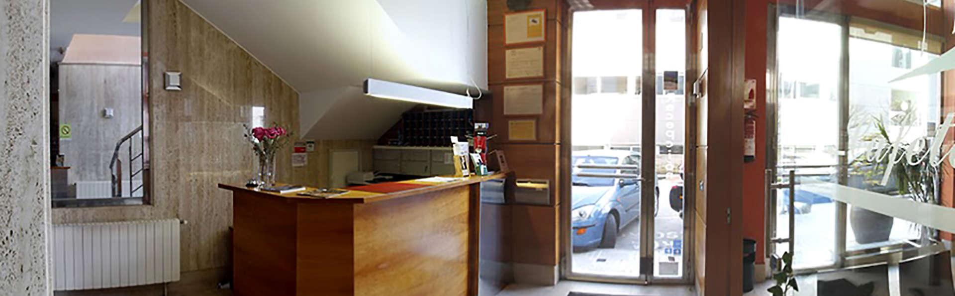 Hotel Apartamentos Ciudad de Lugo - Edit_Hall.jpg