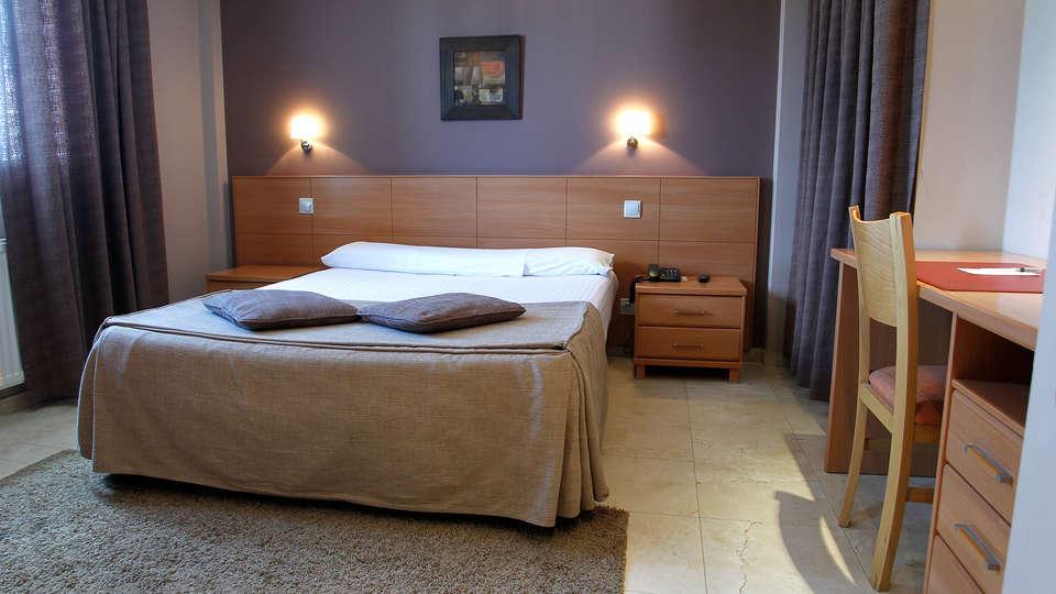 Hotel Apartamentos Ciudad de Lugo - Edit_Room3.jpg