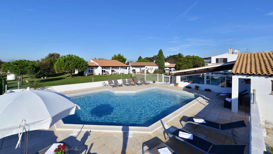 Hôtel Mas de la Grenouillère - EDIT_Pool_1.jpg