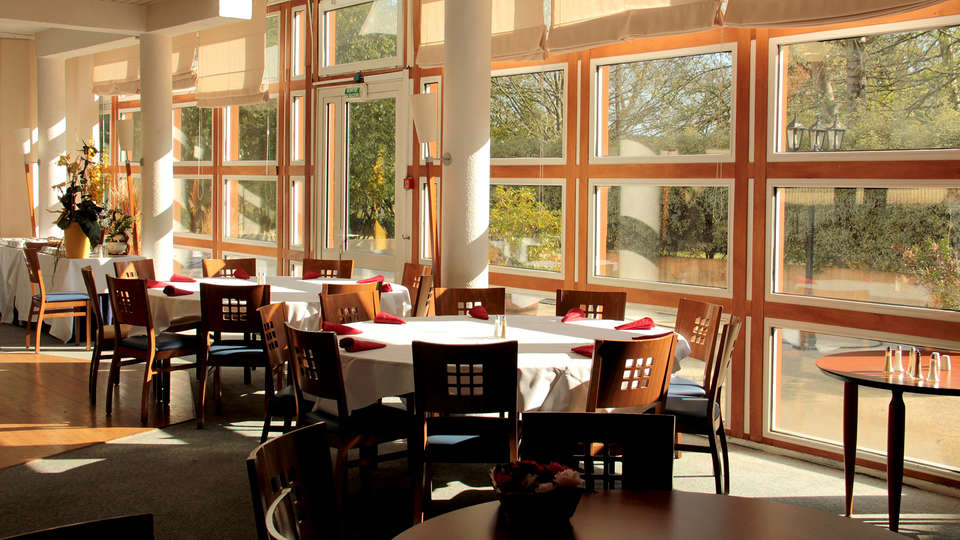 Hôtel Melaine - Edit_Restaurant.jpg