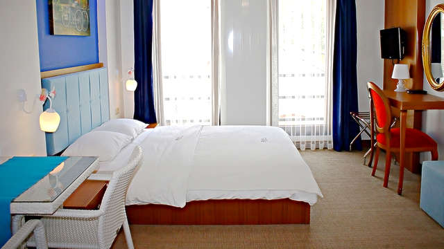 Fly Inn Hotel Lounge