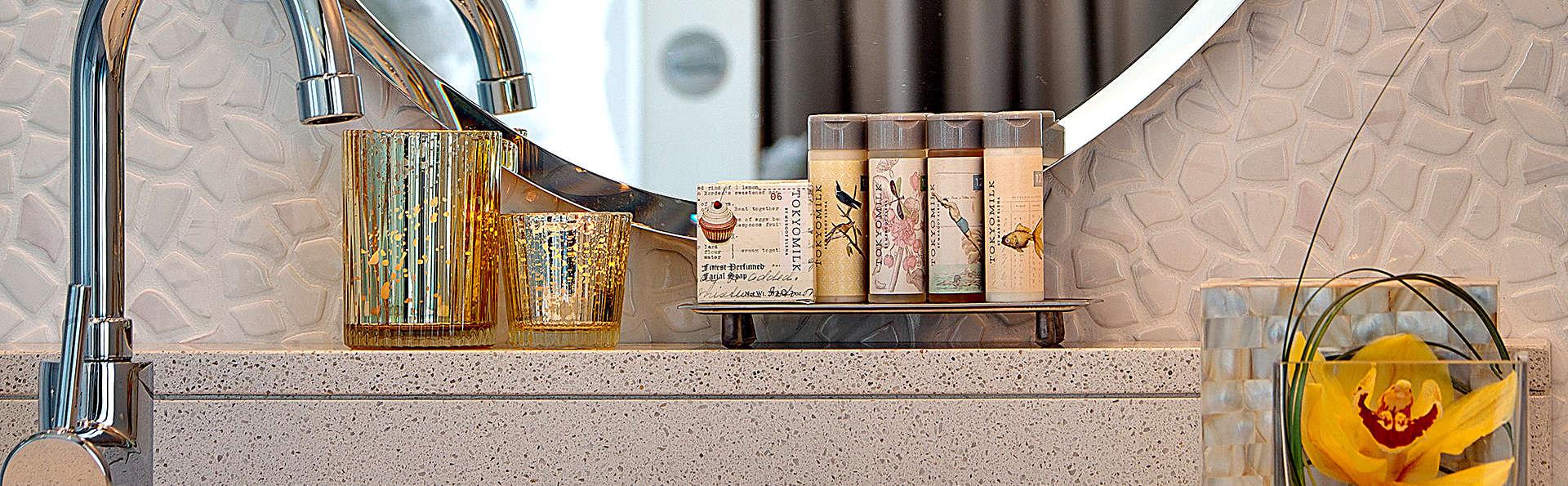 Hotel Renaissance Aix en Provence - Edit_Bathroom.jpg