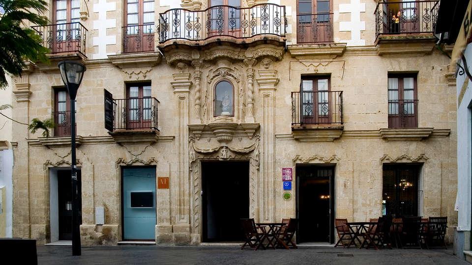Casa Palacio de Los Leones - Edit_Front2.jpg