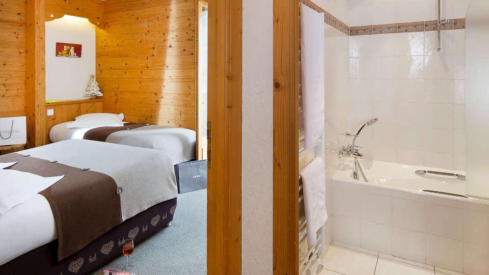 Hôtel Spa La Croix Saint Maurice - Edit_Bathroom.jpg