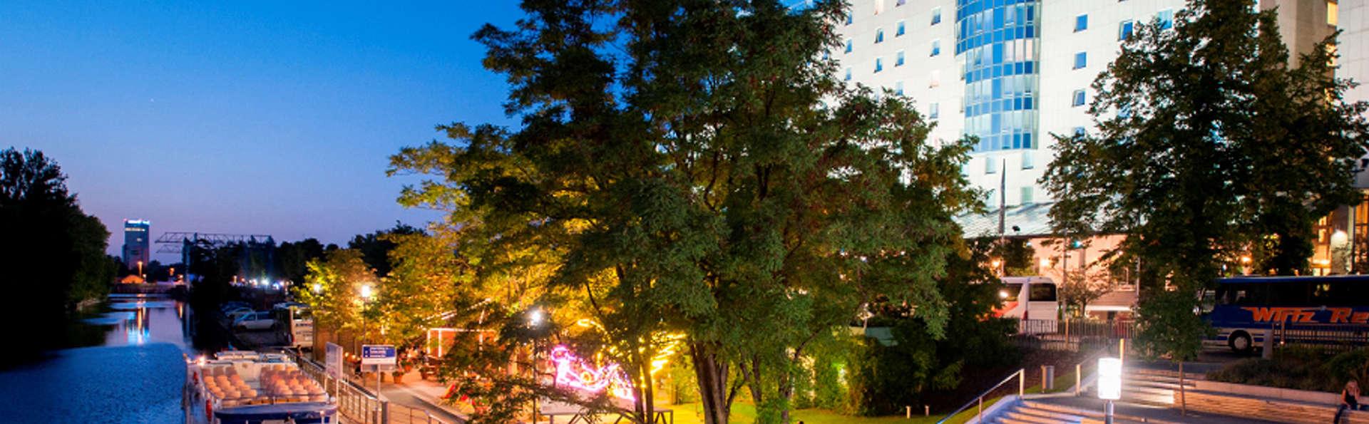 Estrel Hotel Berlin - Edit_Front5.jpg