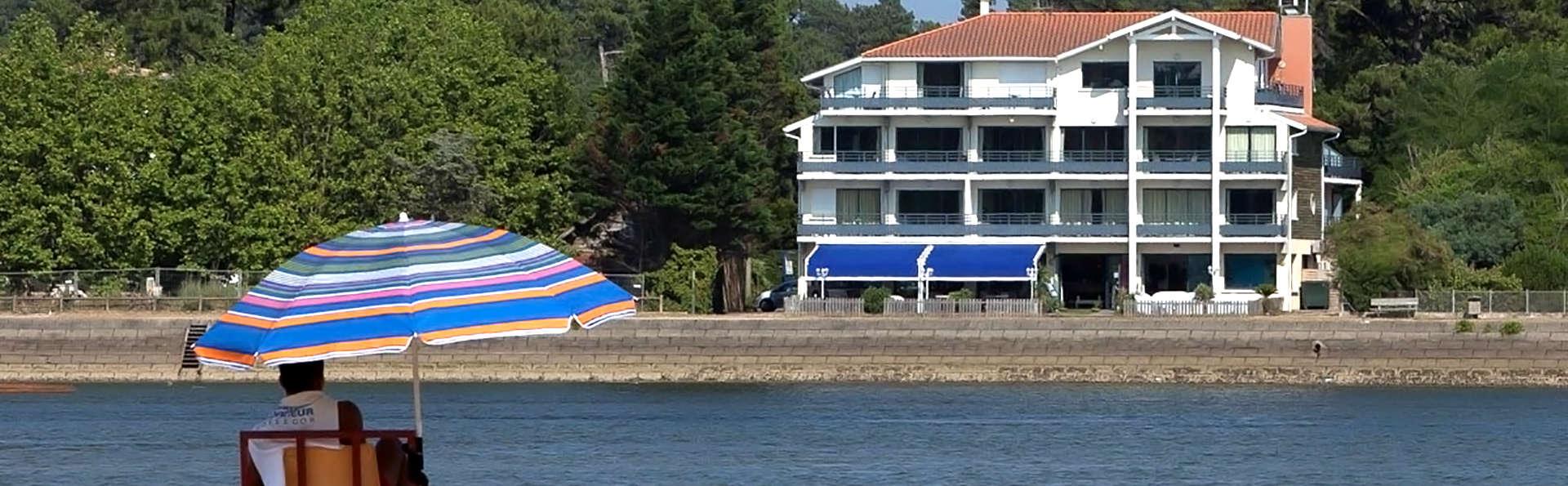 Hôtel Pavillon Bleu - Edit_Front.jpg